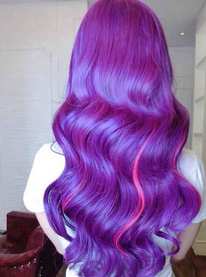 我头发开始染的葡萄紫.现在都掉色了.红不红紫