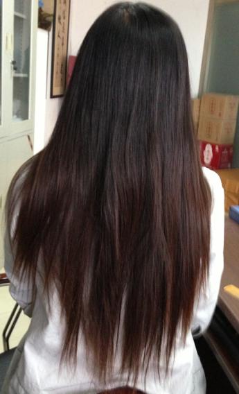 我想把发尾烫成微卷,但是是不是得先剪齐在烫?我头发图片