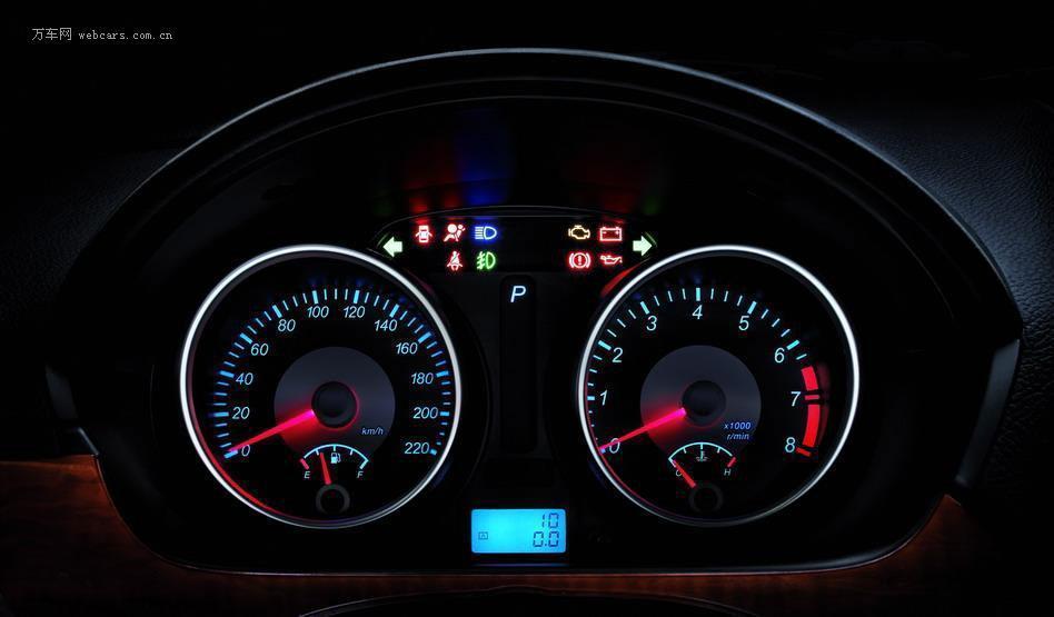 汽车仪表盘发动机故障指示灯亮了还能继续行驶吗图片
