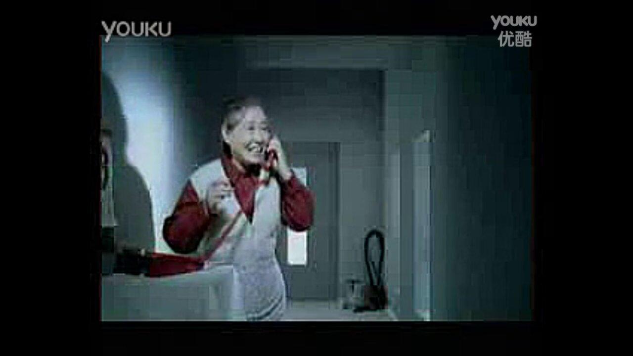 央视以前的公益广告《常回家看看》里的那个接电话的图片