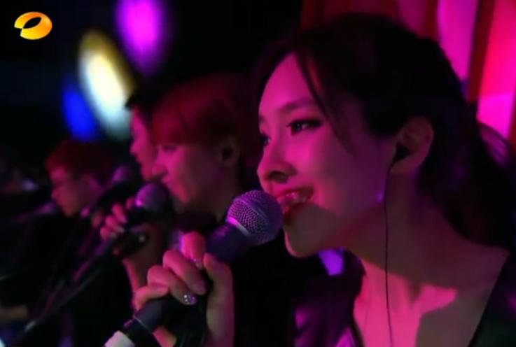 《我是歌手》里面给黄绮珊伴唱的女生是谁呢