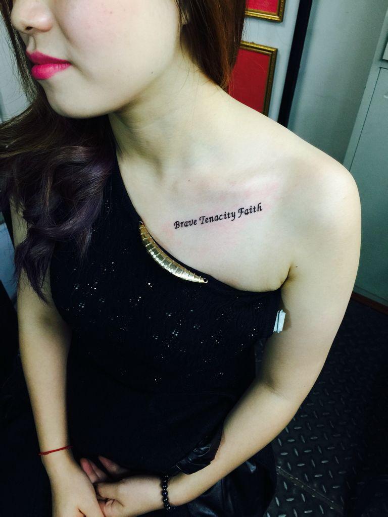 想去纹身,纹在锁骨下面 (768x1024)-性感的唇印纹身图案图片