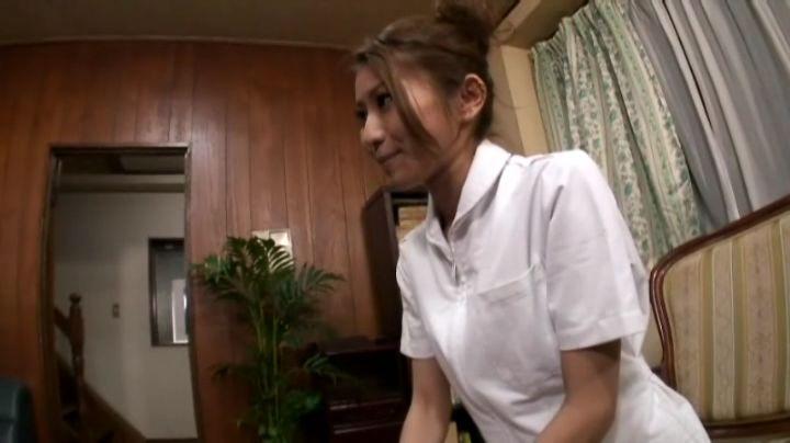 图片上的这个日本女人叫什么名字?男人进如图