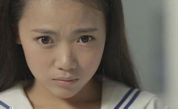 2014年因在贺岁档《万万没想到:小兵过年》中饰演小美而获得关注;同年图片