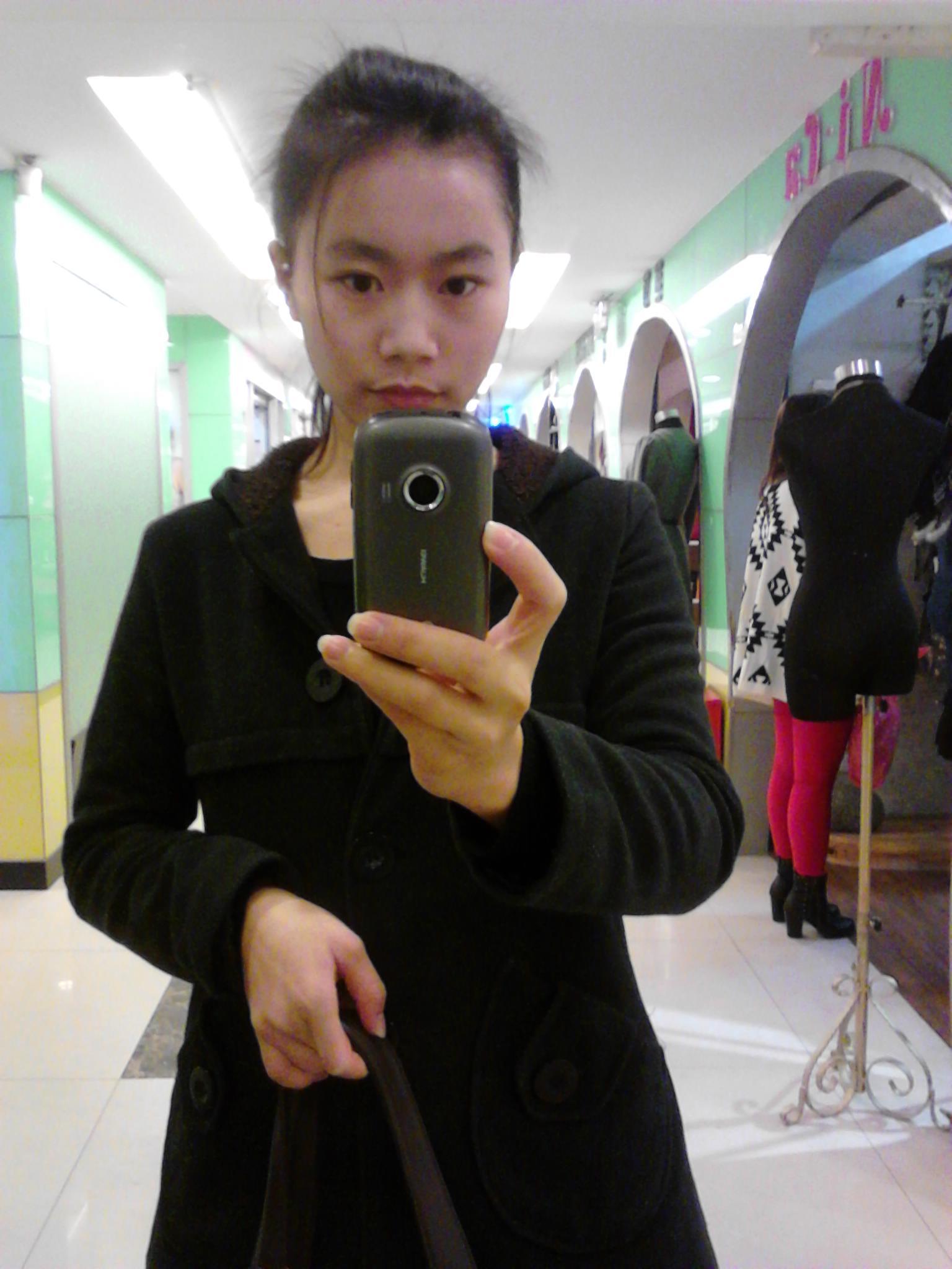 留刘海半年,到腮帮,短发到肩膀,超喜欢齐刘海,但可能齐刘海显脸胖图片
