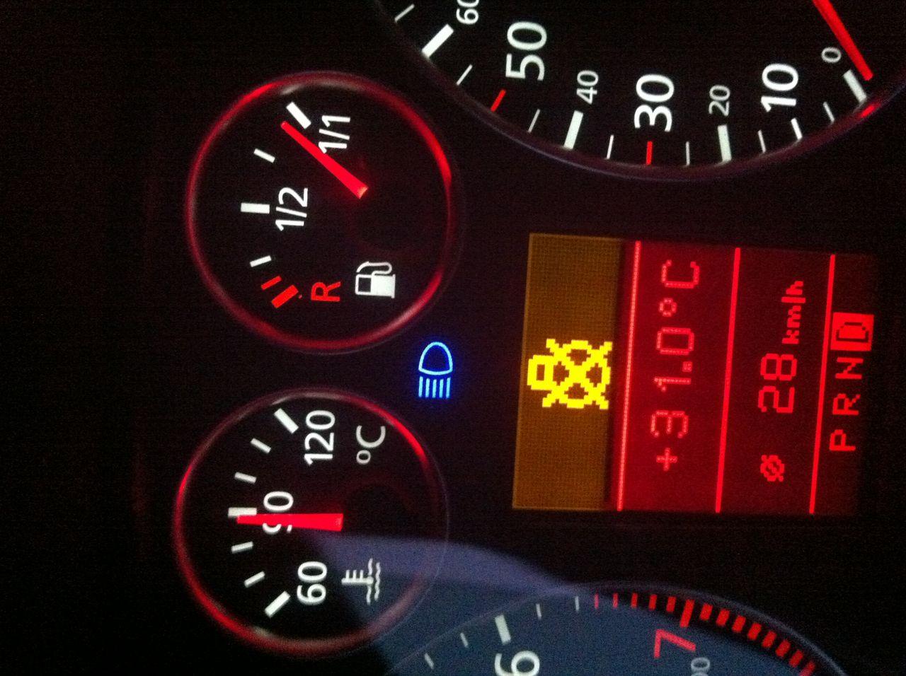 汽车仪表盘刹车指示灯红绿同时显示是什么原因高清图片