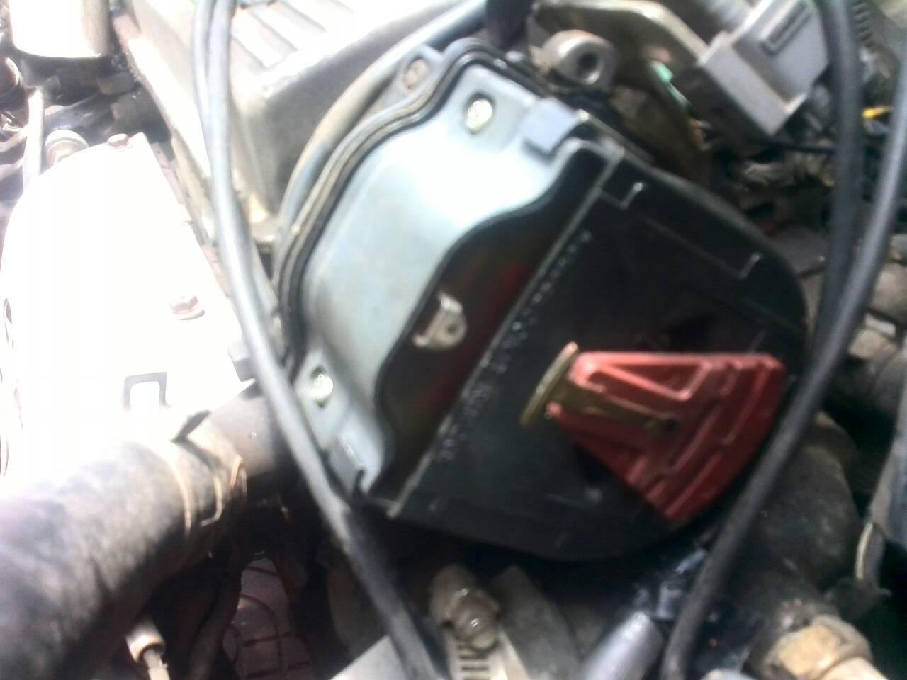 汽车分电器和高压包一体的分电器插头有四条线 分别是什么高清图片
