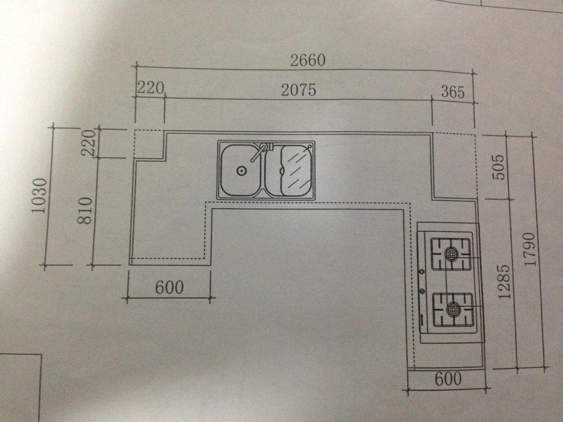 数据都在这里了,虚线区域是烟道和管道 像我这种厨房,吊柜,地柜,和图片