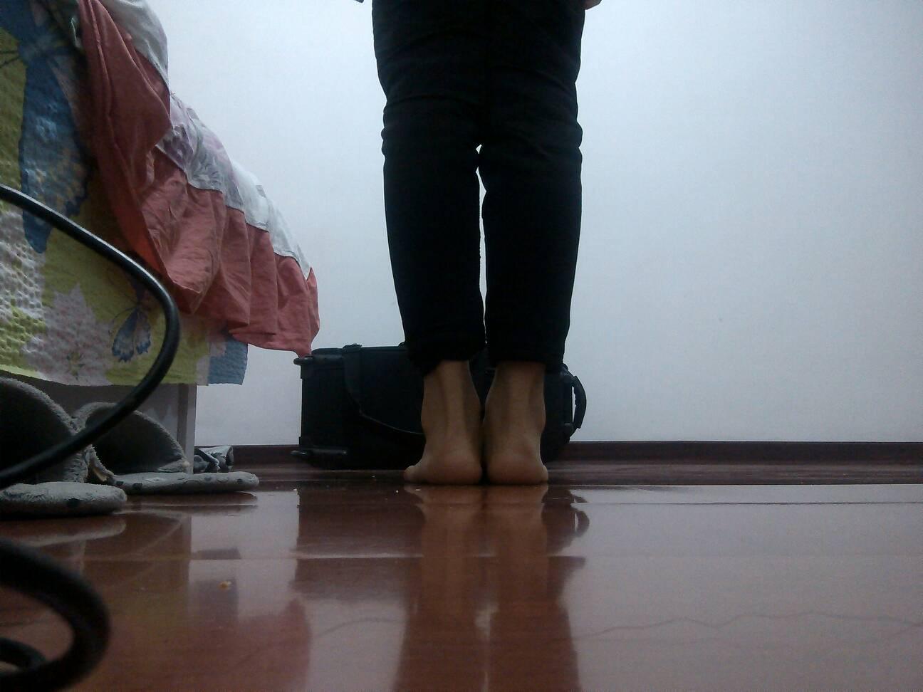 13岁女孩被脱衣服录 女孩长腿破纪录 女孩录音