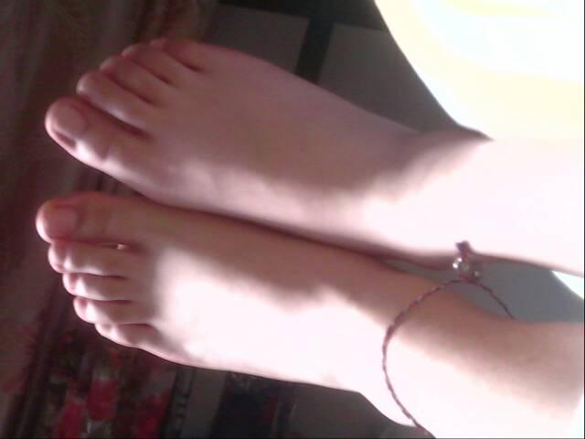 哪位美女可以把你自己的脚照片发过来