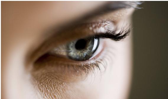高血压眼睛充血图片_但如果患有严重高血压或血小板缺乏等疾病时,结膜也会充血.