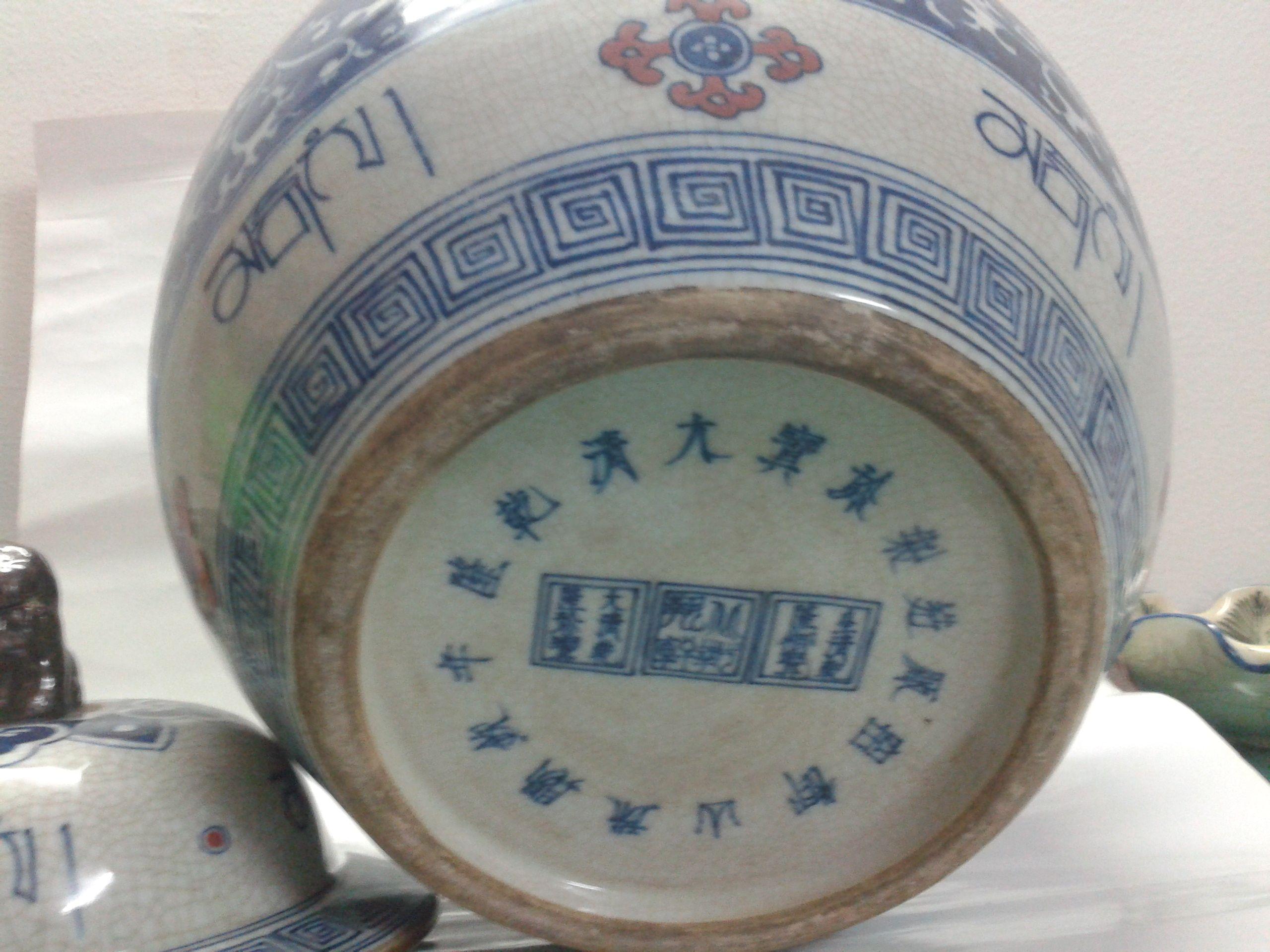 帮忙鉴定下这款大清乾隆青花瓷罐真假及价值高清图片