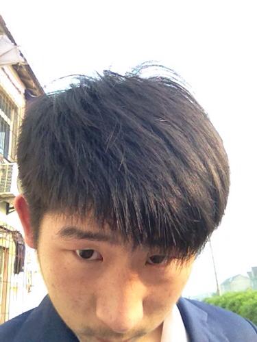 请问我这头发两边上次剪推平了 还能烫纹理吗?图片