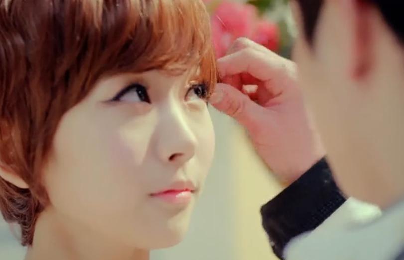 韩国女子7人组合两个白黄短发可爱的mv