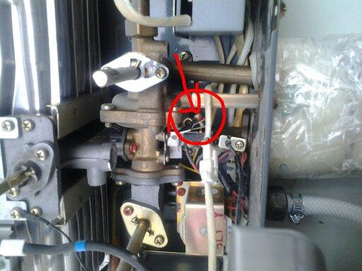 65 2011-03-12 樱花燃气热水器进水阀旁边的调节螺丝是什么?图片