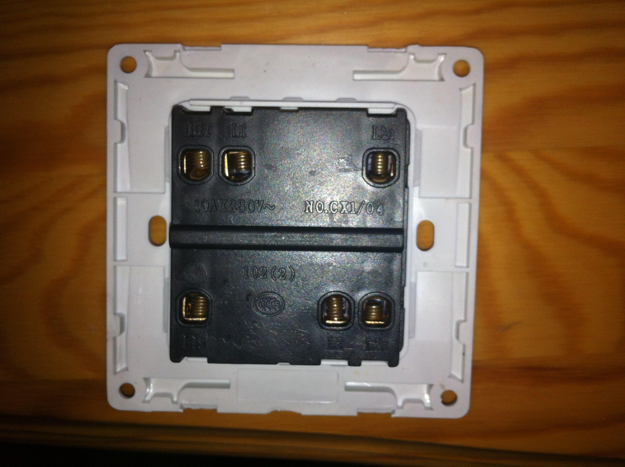 一个面板上有两个开关,分别控制两个灯,那叫什么开关,怎么接线图片