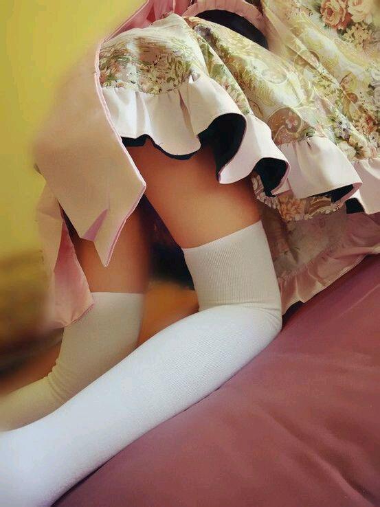女孩裙子被风吹掀了木有内裤