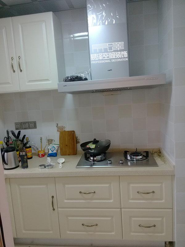 厨房做橱柜,橱柜后面也要贴瓷砖么