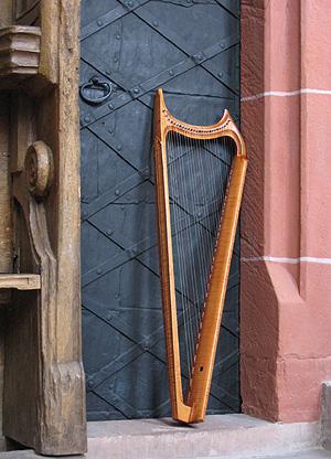 箜篌是竖琴吗图片
