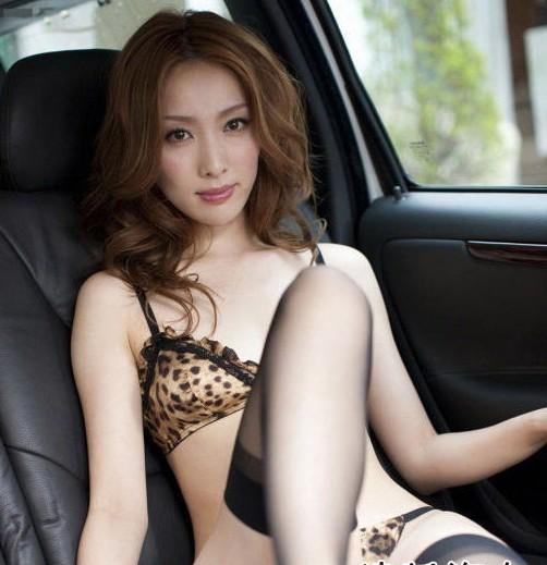 日系黑丝豹纹美女车; 美女车主百般挑逗