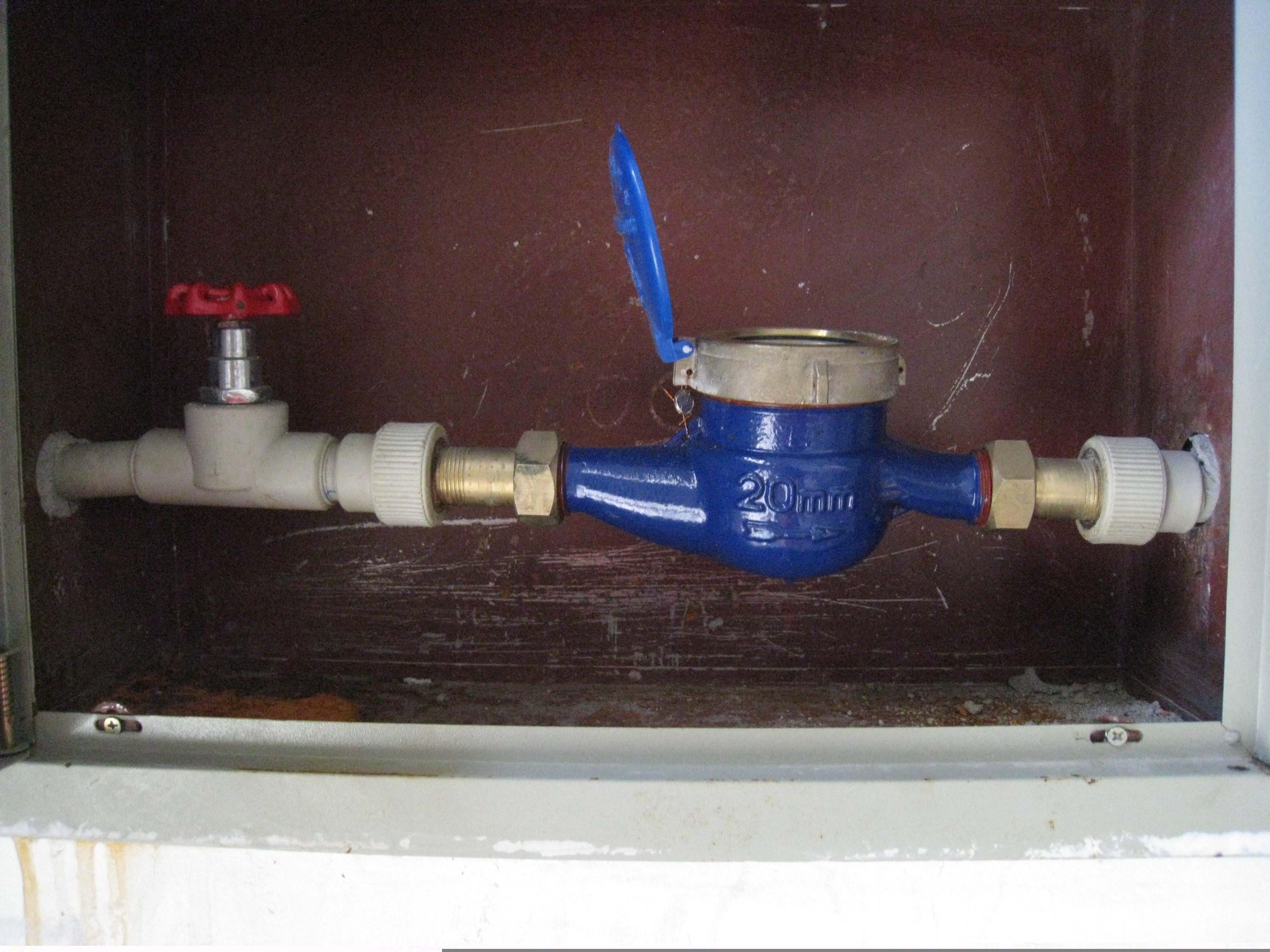 水表的止回阀装在水表 的左还是右呢图片