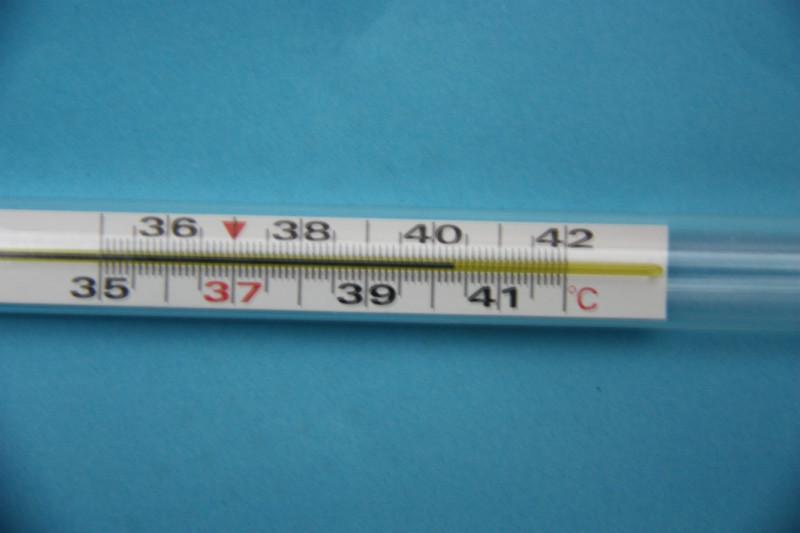 小孩子昨晚发高烧40度去医院打了点滴退了烧!今天量了体温只有36度!