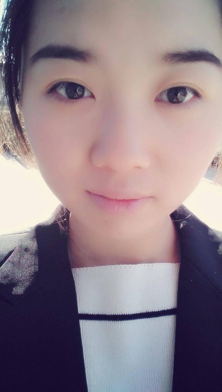 原来是齐刘海,为了留中分把头发扎起来了.看我这圆脸.适合中分吗?图片