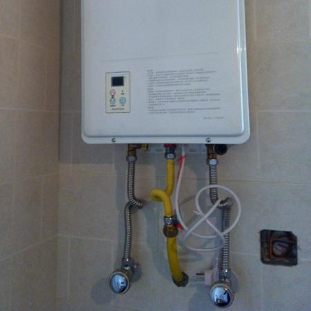 水管进空气,开水燃气热水器一直响,外面水表震响,排空图片