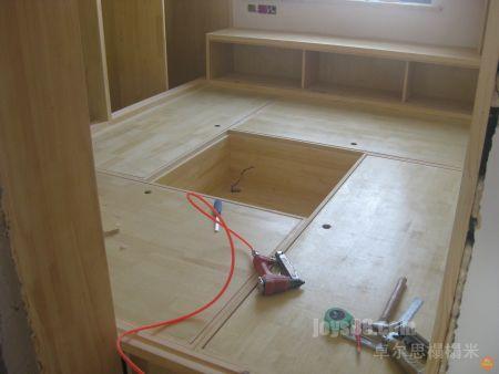 湿打打的汗水打湿了榻榻米日本三级片_榻榻米的木方护边框如何固定在板材上?求解.