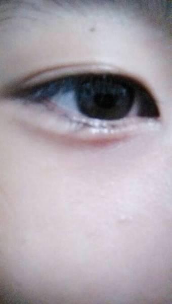 男生眼流泪的照片,只要眼