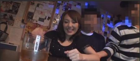 这位日本爱情电影的女主角是谁?哈哈