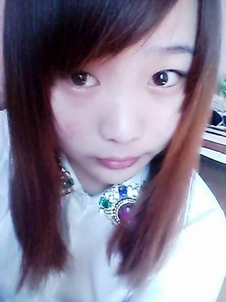 20岁女生染皮肤的头发好看?短发白、颜色中直辫子编圆脸图解图片