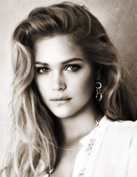 有谁能告诉我这位欧美女明星的名字