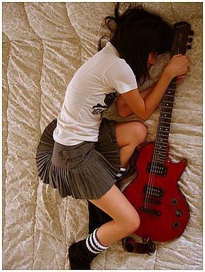 求有帅哥有美女有吉他的图片 竖