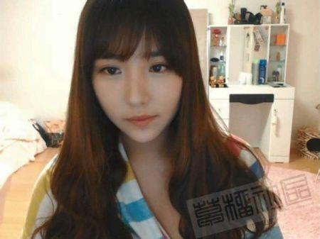 请问这个韩国女主播叫什么名字?