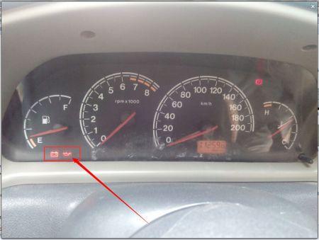车子还没启动 蓄电池和机油灯亮是怎么回事?-应付年检车载灭火器 汽