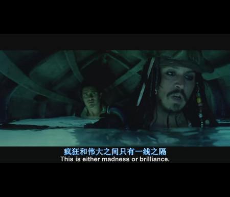 加勒比海盗1. 他们头上是船 两个人现在正潜在水里