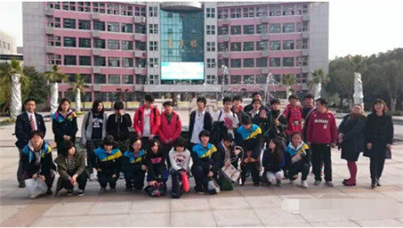 2015年上海市浦东新区初级中学最新排名穿女生初中图片背心图片