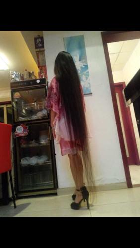 这女的头发有多长图片