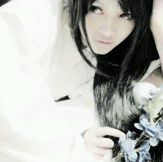一个白衣女子图片