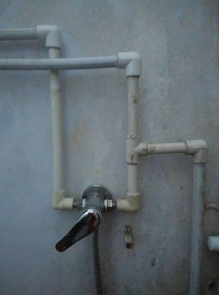今天在家安装热水器以前的老款,热水直接连接混水阀,进水口也直接连接图片