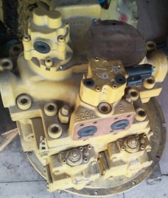 卡特336d液压泵型号是:k5v200,日本川崎,左右泵结构.图片
