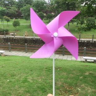 显示一幅小学生手工风车作品图片