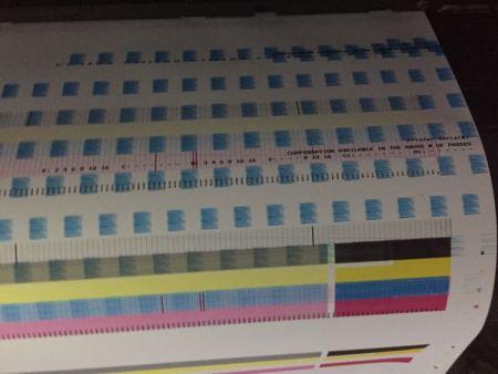 天彩sc5500六色写真机,打测试之后,其中一条颜色有断断续续的竖纹,这