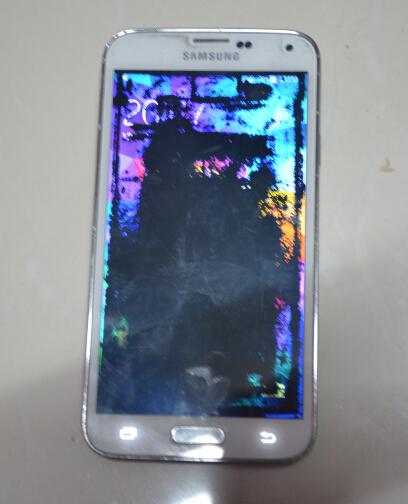 手机屏幕容易脏 手机脏的像马桶,你还放心让孩子玩吗?