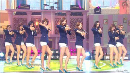 请问有哪位知道少女时代在韩版genie里跳舞穿的高跟