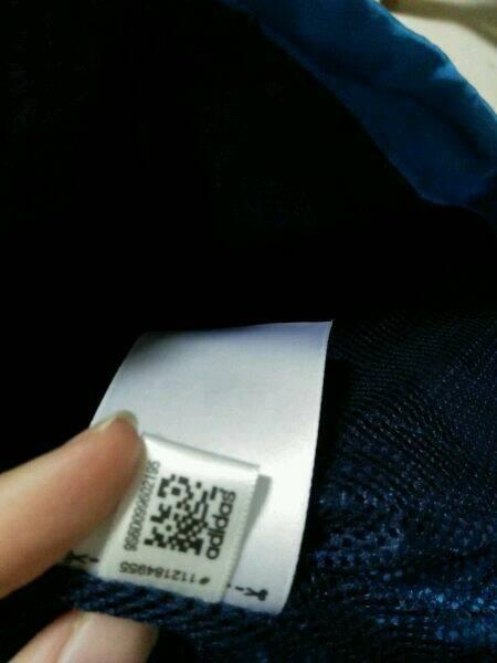 拉链有yyk标志是凹下去的下一行还有凸起的5v字样.水洗标二维码手机图片