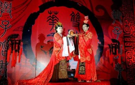 也不同于一般以清,民国风格为主的所谓中式婚礼.图片