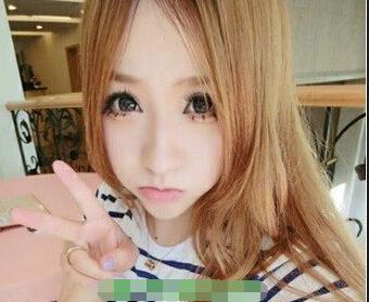 大眼睛的漂亮瓜子脸的女生,中长发的披发发型,长长的直发发型,栗色图片