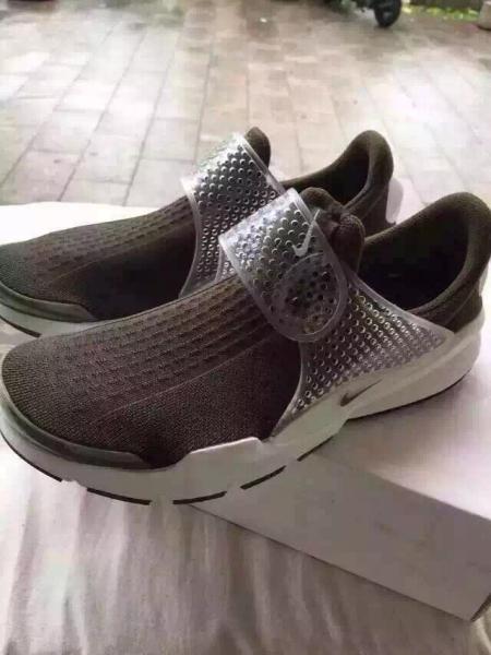 adidas和nike有什么鞋子是用拉链而没有鞋带的,本人不图片